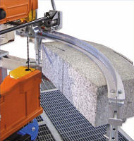Device for cutting stone arches