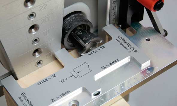 Position router on guide plate